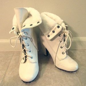 Bamboo White Heeled Ankle Boots Women's Sz 7.5